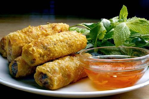 How to cook Vietnamese spring rolls filling and dipping sauce (full guide)