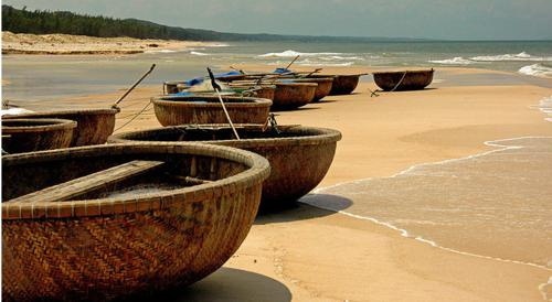 Travel to Phan Thiet and learn about basket boat