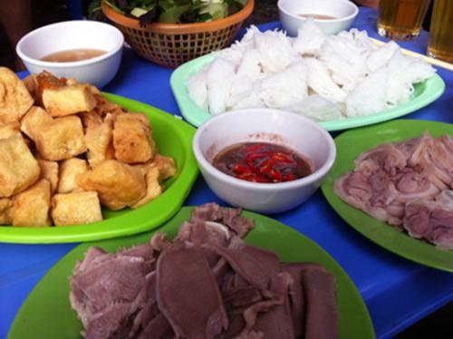Enjoy fried tofu vermicelli-shrimp sauce in Hanoi
