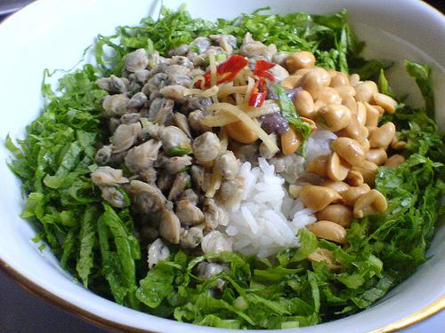 Travel to Hue and enjoy mussel rice