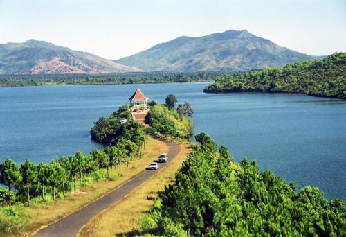 Admire the beauty of T'Nung lake in Gia Lai