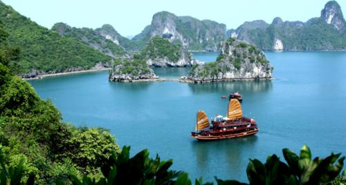 Ha Long Bay – Amazing seascapes, caves, kayaking, bio-diversity and Vietnam's best seafood