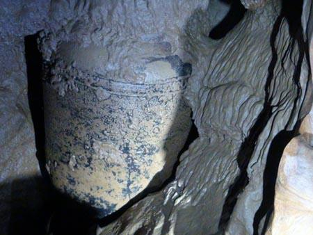 Ancient jar discovered in Phong Nha cave – Quang Binh Province