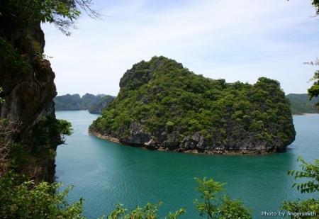 Bai Tu Long – A Vietnam's treasure