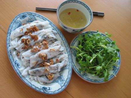 How to make Banh Cuon (rolled rice pancake)?