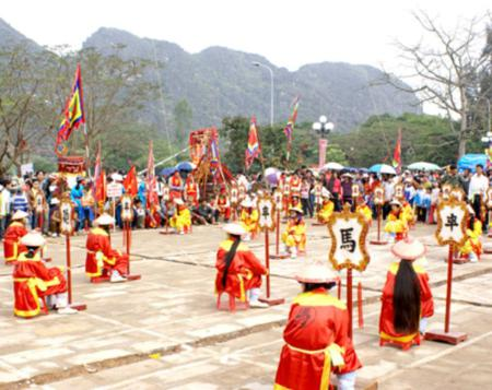 Human chess – the traditional Vietnamese game