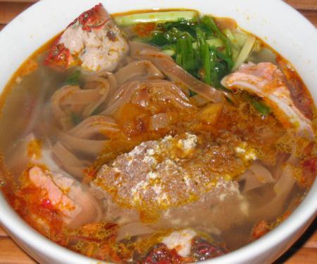 Hai Phong city, Hai Phong's specialties, vietnamese regional specialties, vietnamese noodles, hai phong crab red-noodle, red-noodles, crab red-noodle