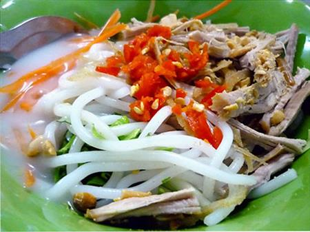 "Enjoy ""Bánh Tầm bì"" in Can Tho city"