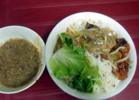 Enjoy rice noodle with grilled meat in Hue