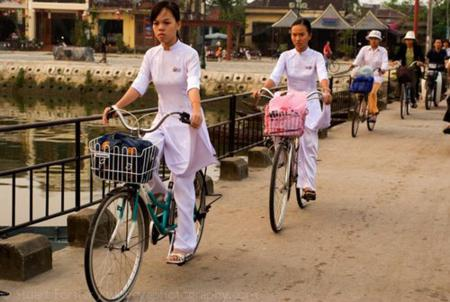Pupils go to school in Hoi An