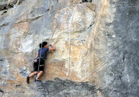 Climbing at Cat Ba island