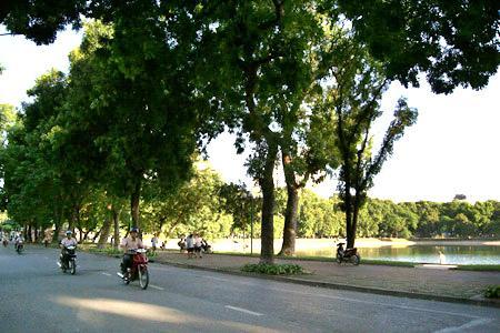 Nguyen Du street in Ha Noi