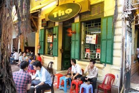 Sidewalk cafe - Trieu Viet Vuong street in Ha Noi