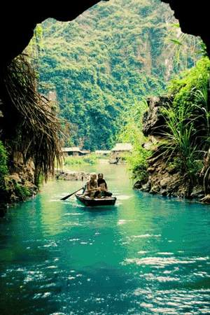 Trang An complex-the Ha Long Bay on land 2