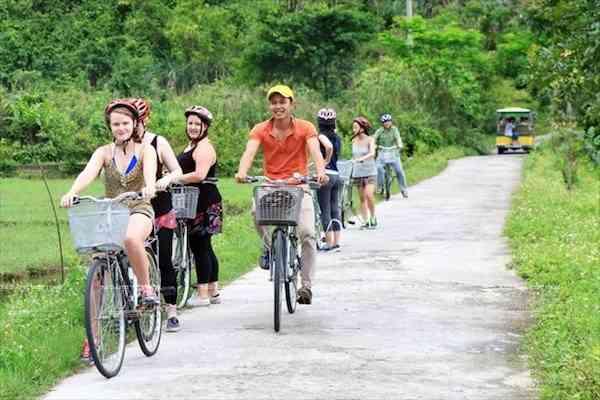 Viet Hai village (in Cat Ba island)